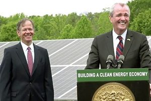 photo of Governor Murphy and former EDA Chairman Larry Downes